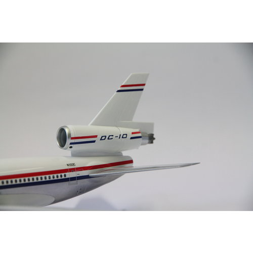 Inflight 1:200 House Color McDonnell Douglas DC-10 WITH STAND AND 50TH ANNIVERSARY COIN