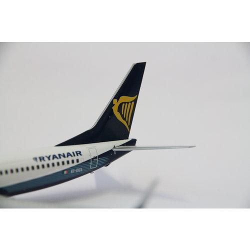 """JC Wings 1:200 Ryanair  """"Boeing House Color"""" B737-800"""