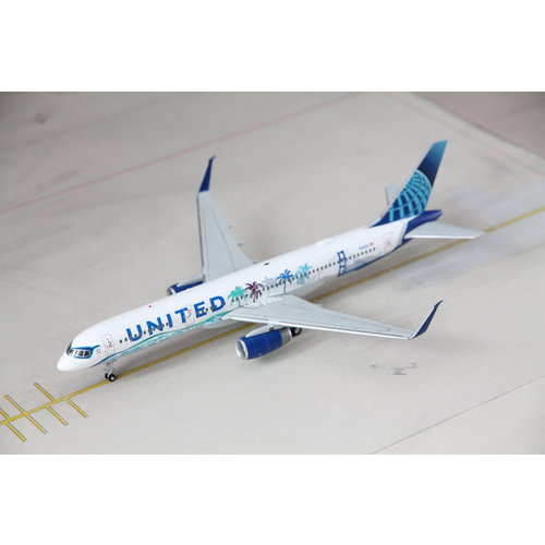 "JC Wings 1:200 United Airlines ""Her Art Here - California"" B757-200"