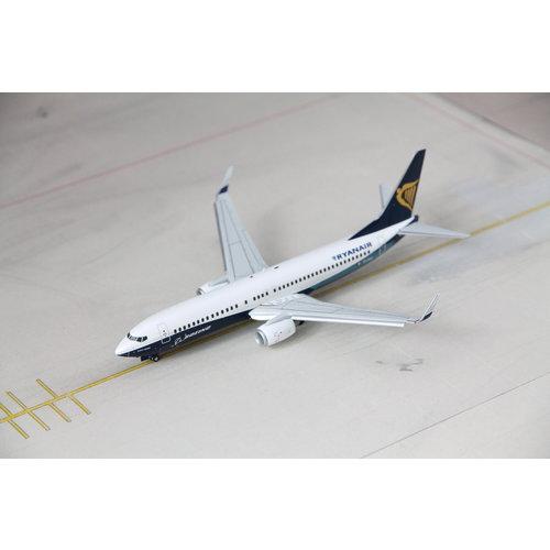 "JC Wings 1:200 Ryanair  ""Boeing House Color"" B737-800 - Flaps Down"