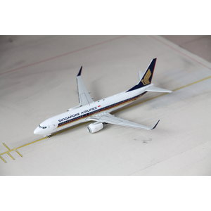 JC Wings 1:200 Singapore Airlines B737-800