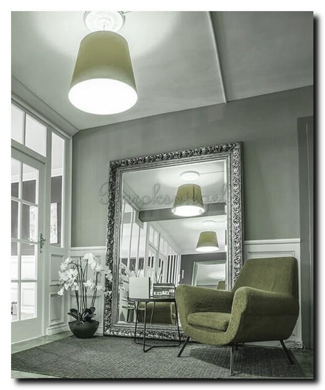 Mega grote barok spiegel in woonkamer