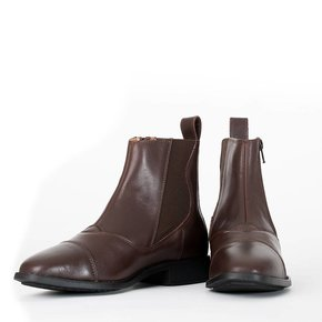 Boots with slanting zipper