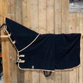 SOLDEN !! Fleece deken met hals blauw/beige-mix 155cm