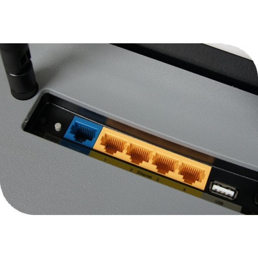 Ins Ladekoffer eingebaute WLAN Router. Einfach anschließen zum LAN netzwerk für WLAN Vorort oder Klassenzimmer.-2