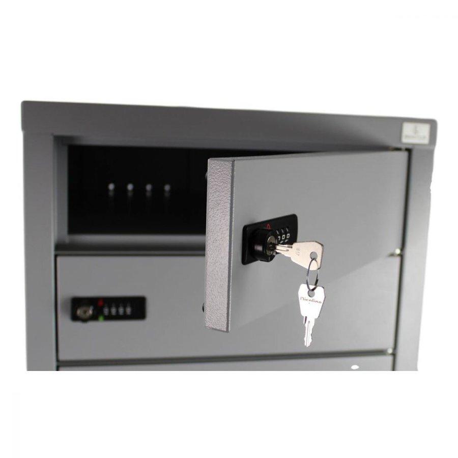 BR10 Freistehendes Spind, Staufacher vorgesehen von ein 220V und zwei USB-Anschlüssen. Jedes Ablagefach hat ein Codeschloss.-9
