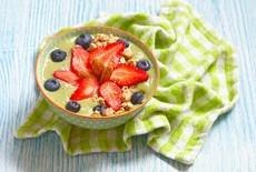 Recept: Fruitige Matcha Ontbijt Yoghurt