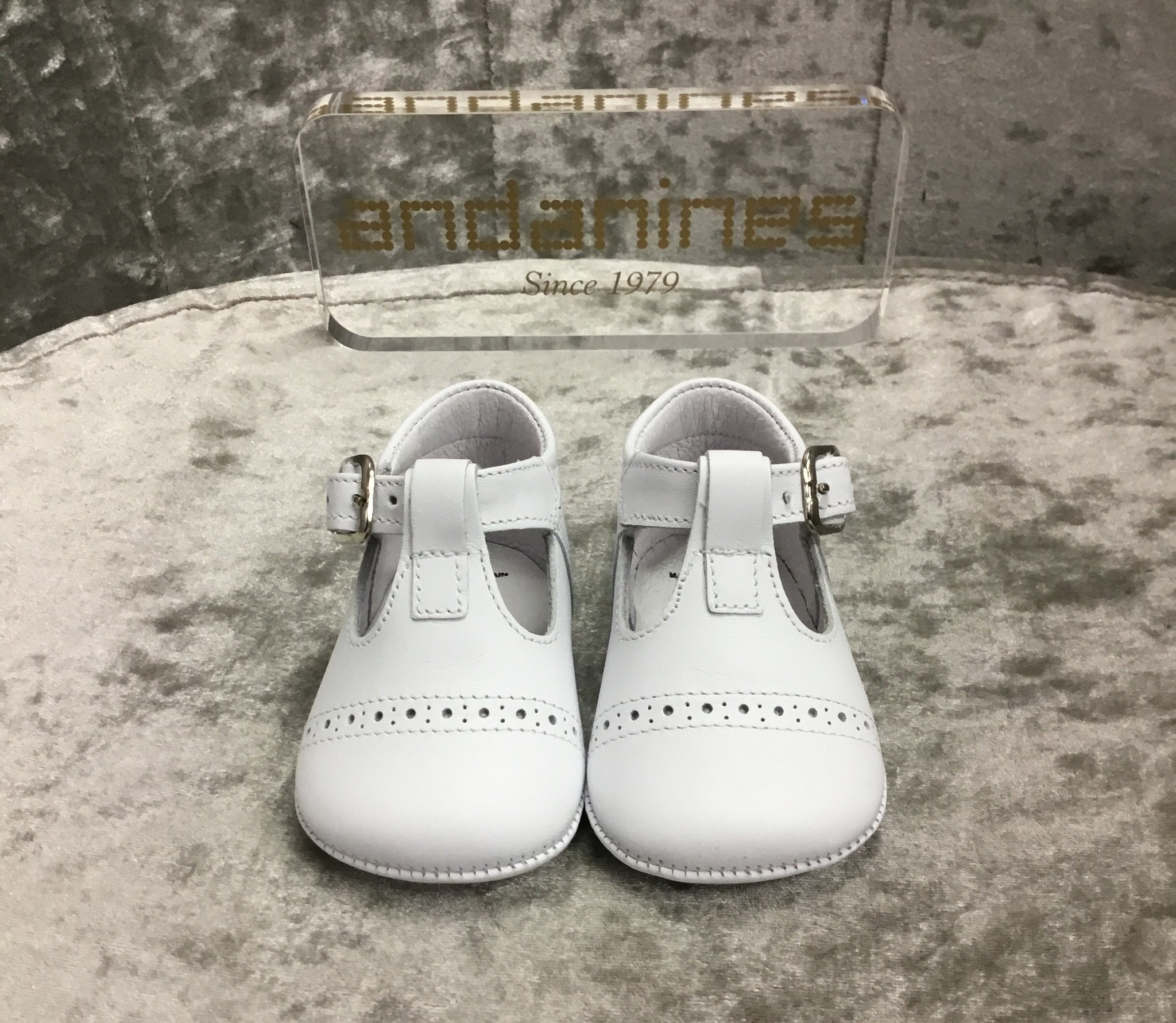 Andanines Andanines White Leather Pram Shoes