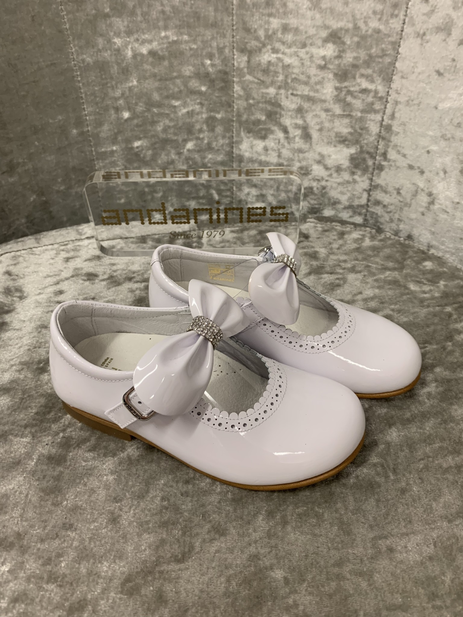 Andanines Andanines White Shoes with Bow and Diamante Detail
