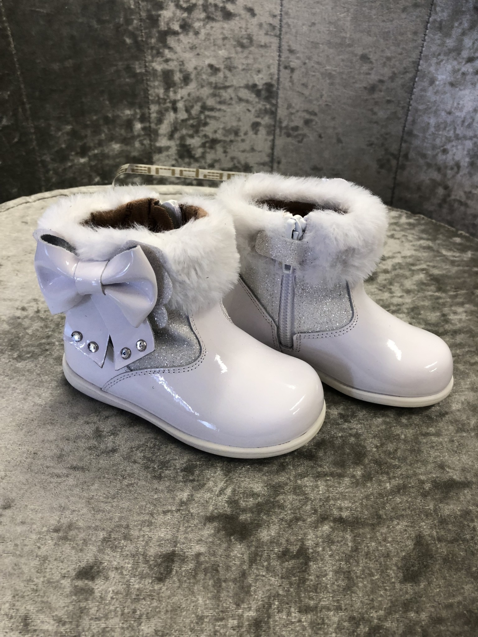 Andanines Andanines White Glitter Boots With Bow