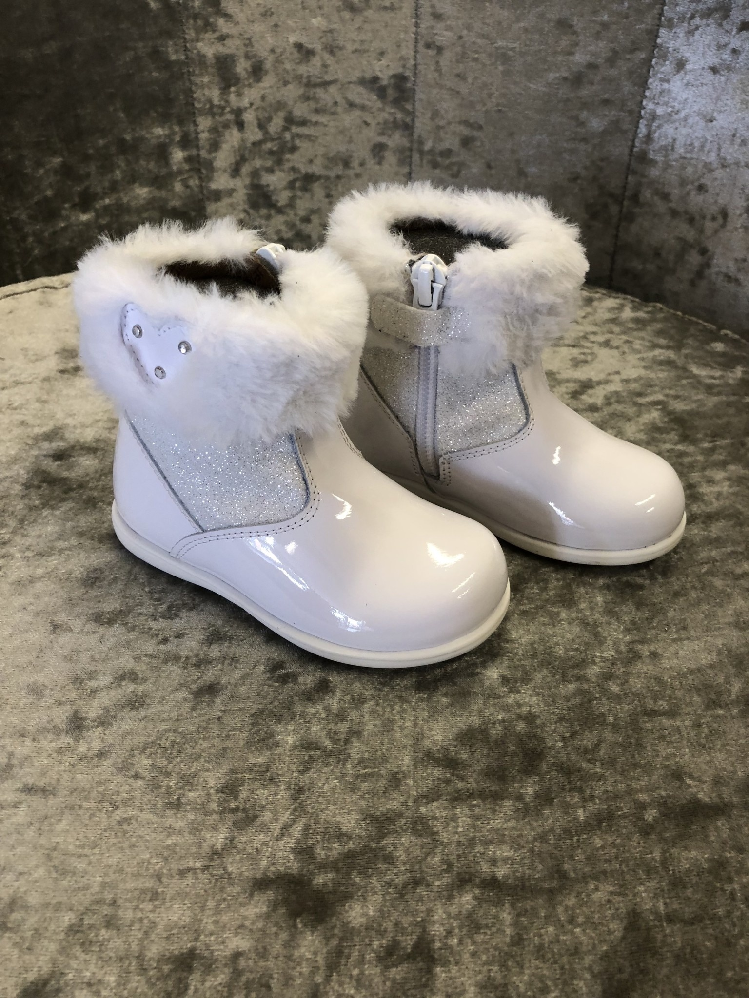 Andanines Andanines White Glitter Boots With Heart