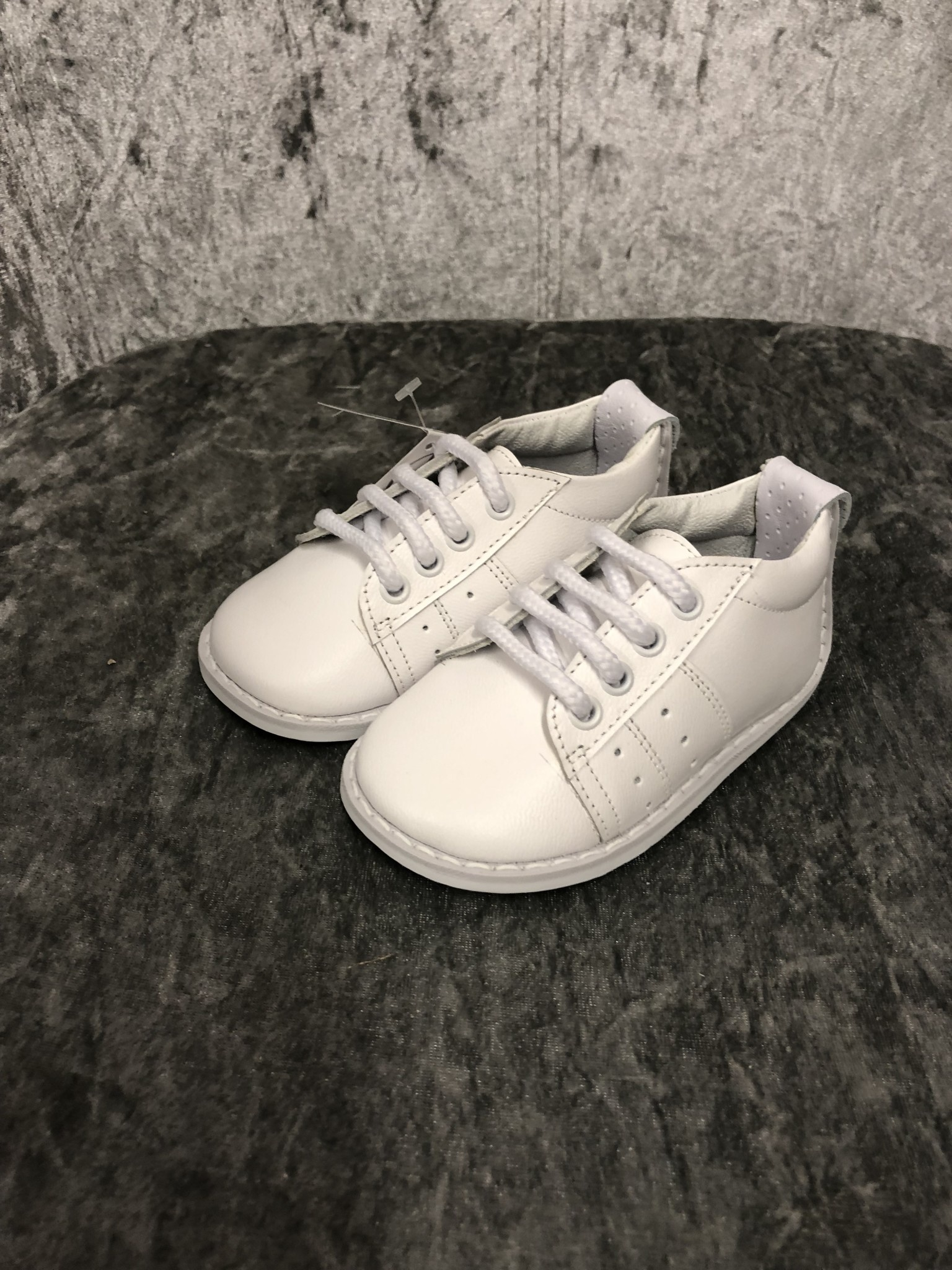 Pex Pex Reed white boys shoe with laces