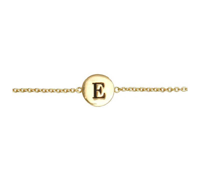 Armband letter E verguld
