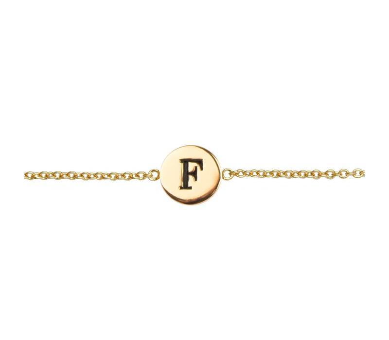 Armband letter F verguld