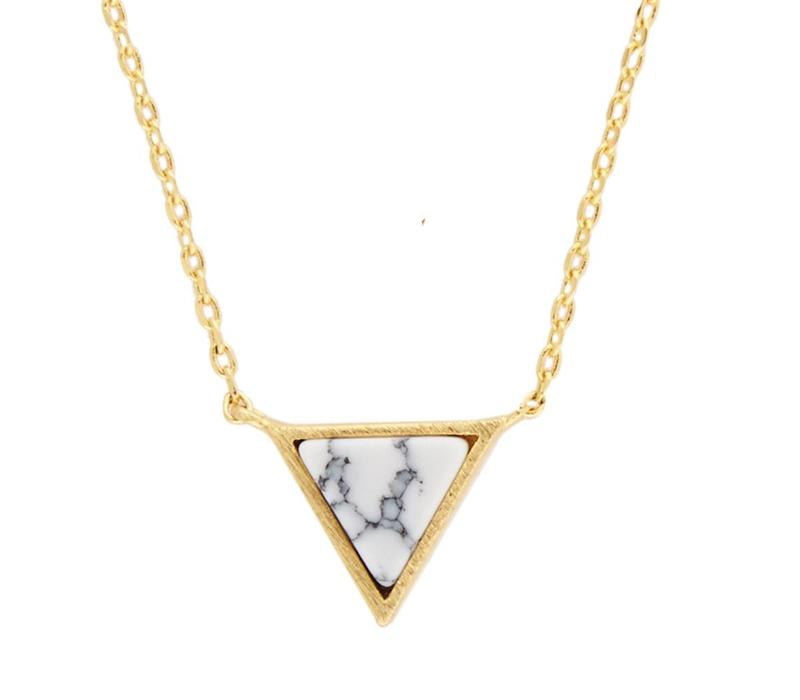 Ketting Triangle C White Howlite goud