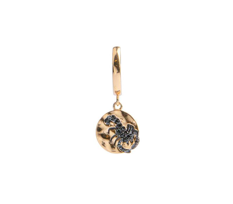 Bold Goldplated Oorbel Schorpioen Cirkel Zwart