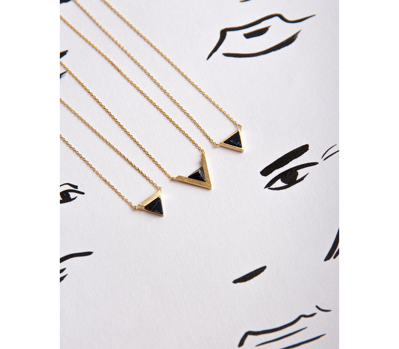 Galaxy Goldplated Necklace Triangle B Black Howlite