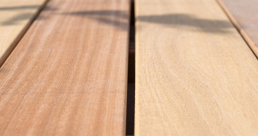 Uw terras beschermen met olie voor hardhout