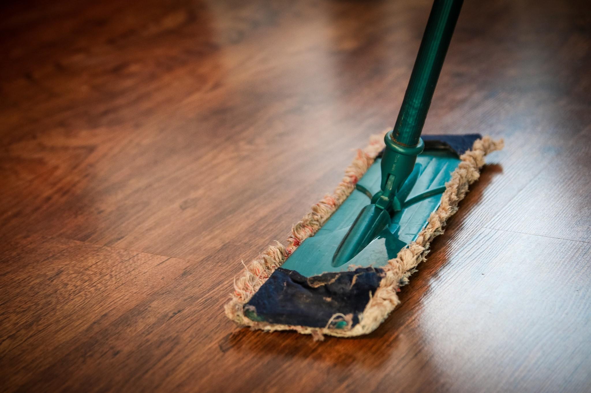 Olie voor vloeren en onderhoudsartikelen