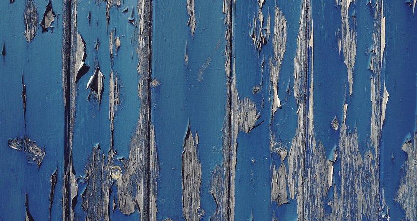 Hoe weet ik of mijn hout behandeld is met verf op water- of terpentinebasis?