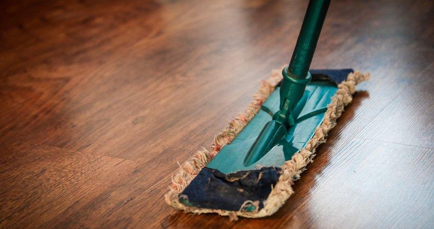 Hoe verwijder je krassen van een houten vloer? Zo! - Advies onderhoud vloeren