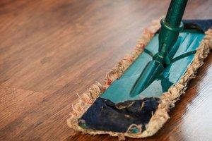 Waarom houten vloeren reinigen met Natuurzeep beter is dan gewone zeep!
