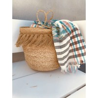 Straw bag with fringes