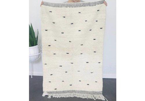 Maroc Handmade Tapijt handmade ecru met zwarte dots 152 x 100 cm