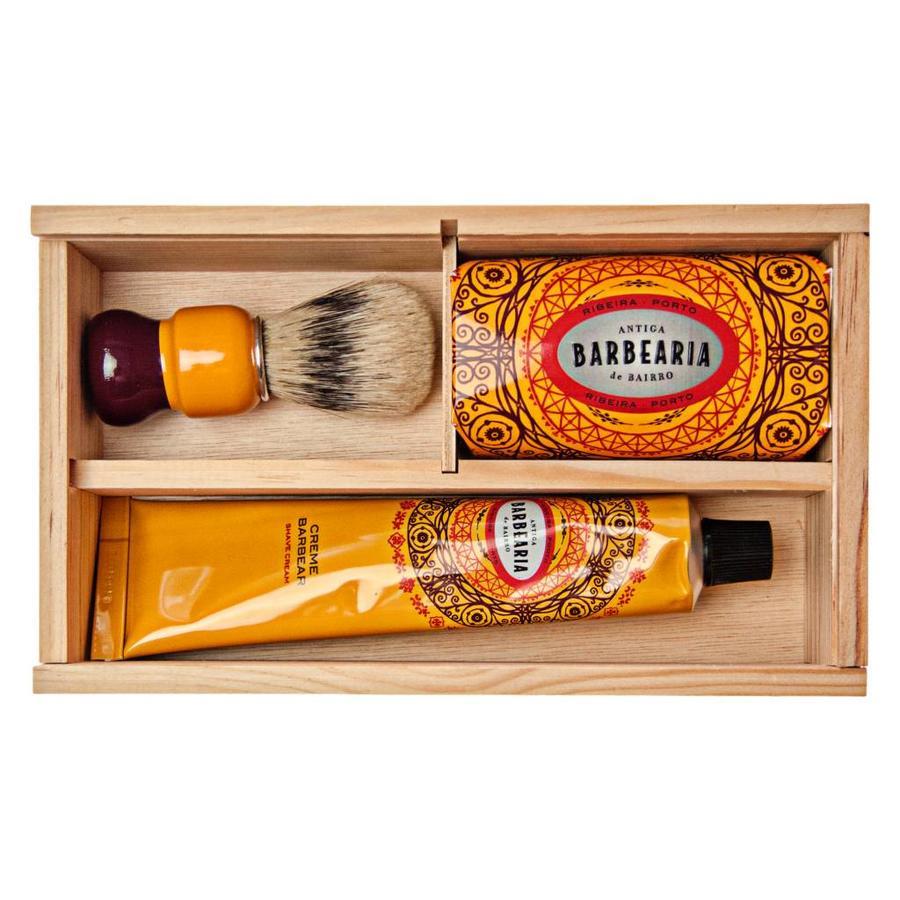 Antiga Barbearia de Bairro Ribeira scheerset in houten kistje-1