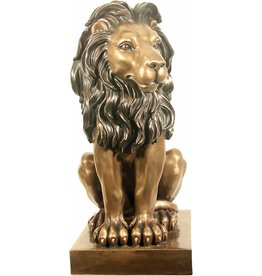 W.F. Peters Zittende Leeuw hg 76 cm links kijkend voor binnen en buiten bronskleur