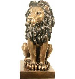 W.F. Peters Zittende Leeuw rechts kijkend hg 76 cm voor binnen en buiten bronskleur