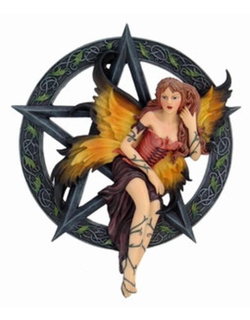 W.F. Peters Elfje langs muur zittend in pentagram hg 20 cm