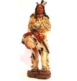 W.F. Peters Indiaan met tomahawk en schild hg ca 21 cm