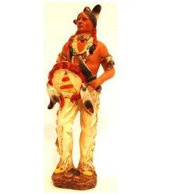 W.F. Peters Indiaan met mes en schild hg ca 21 cm