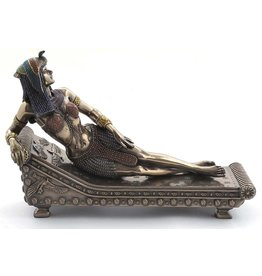 W.F. Peters Cleopatra liggend op bed (brons kl) 21,5x8,5x14,5 cm