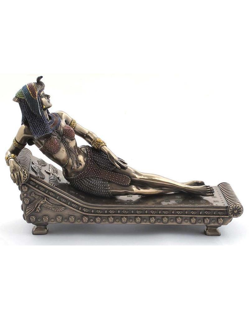 W.F. Peters Cleopatra liggend op bed (brons kl) 21,5x8,5x14,5 cm