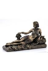 W.F. Peters Egyptische Koningin liggend op bank (brons kl) 24x10x14,5 cm