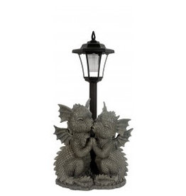 W.F. Peters Tuin draken loving Dragons met solarlamp