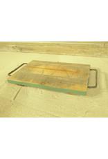 Dutch mood | Zaltii Houten onderzetter met metalen handvatten, 36 centimeter.