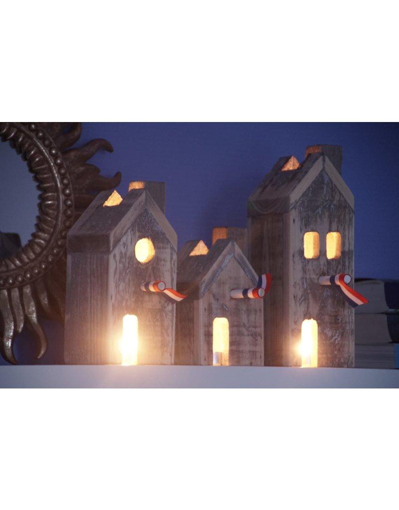 Dutch mood | Zaltii Decoratieve huisjes van hout, 27x14x26 centimeter.