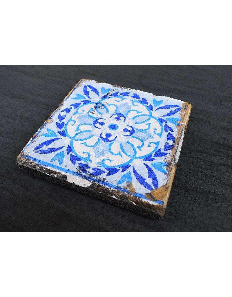 Dutch mood | Zaltii Houten onderzetter tegel blauw 9x9 centimeter, gebundeld met een touwtje.