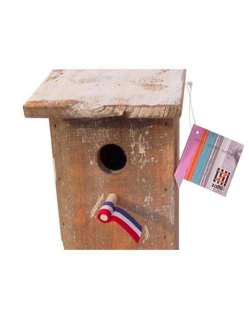 Dutch mood | Zaltii Vogelhuisje met schuin dak 14x16x25 centimeter en leuk Nederlandsvlaggetje.