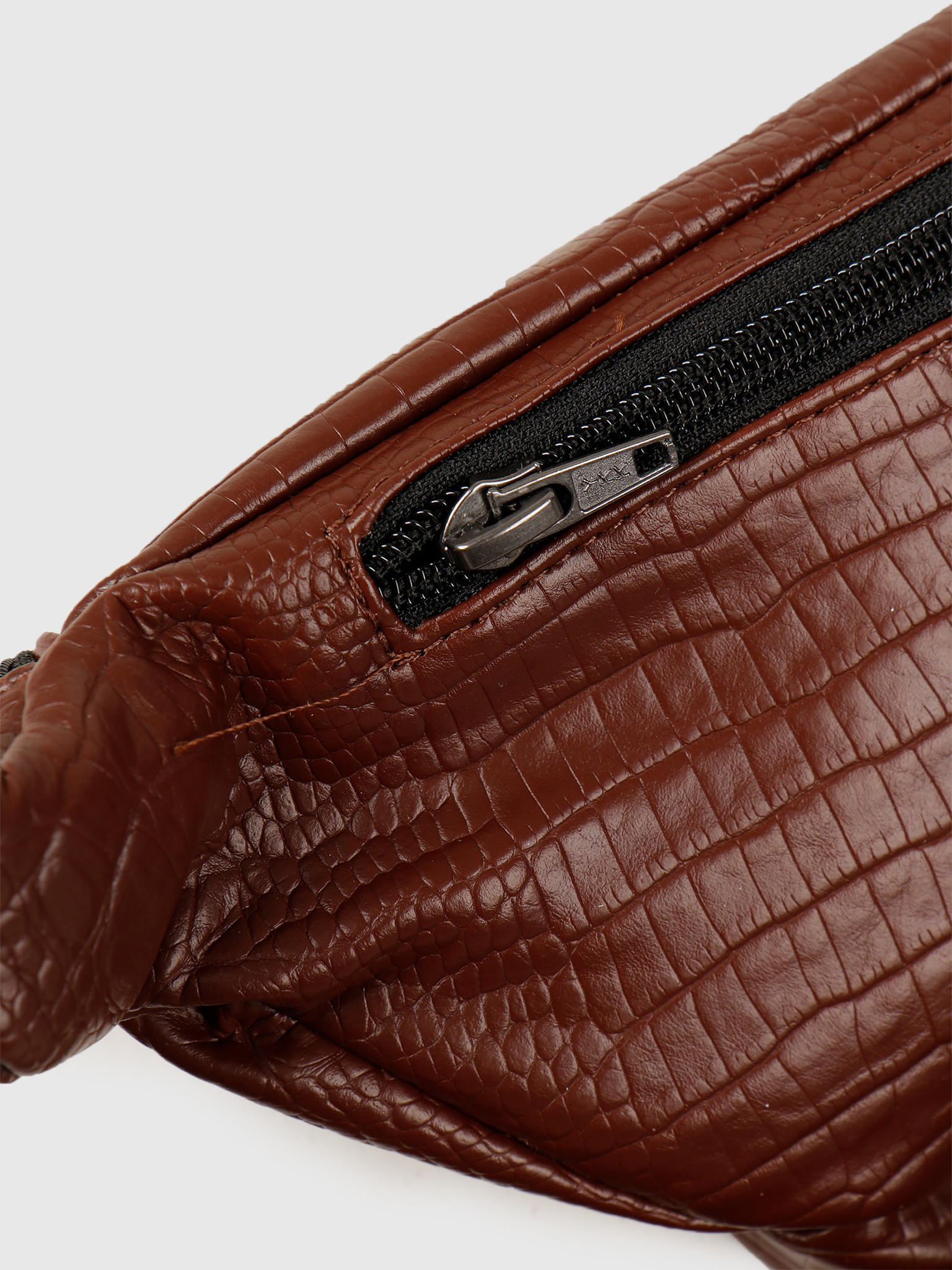 Daily Paper Daily Paper Habi Waistbag Brown Croco 20S1AC16-01