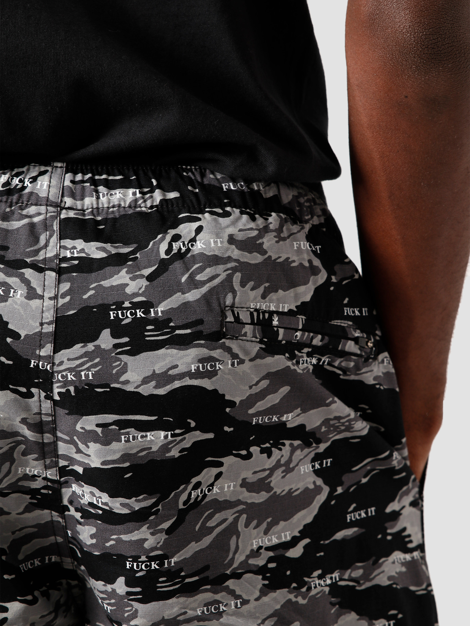 HUF HUF Fuck It Tiger Camo Easy Short Black PT00123