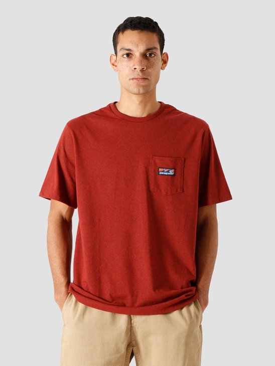 Patagonia M's Boardshort Label Pocket Responsibili T-Shirt Barn Red 38510
