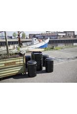 Barrelkings Tonne, Sitz, industrieller Hocker, Beistelltisch und Aufbewahrungsbox in einem schwarzen 60 Liter Ölfass.