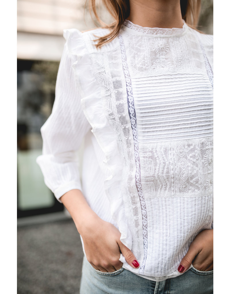 DESIGNERS SOCIETY BLOUSE LACE AND RUFFLES