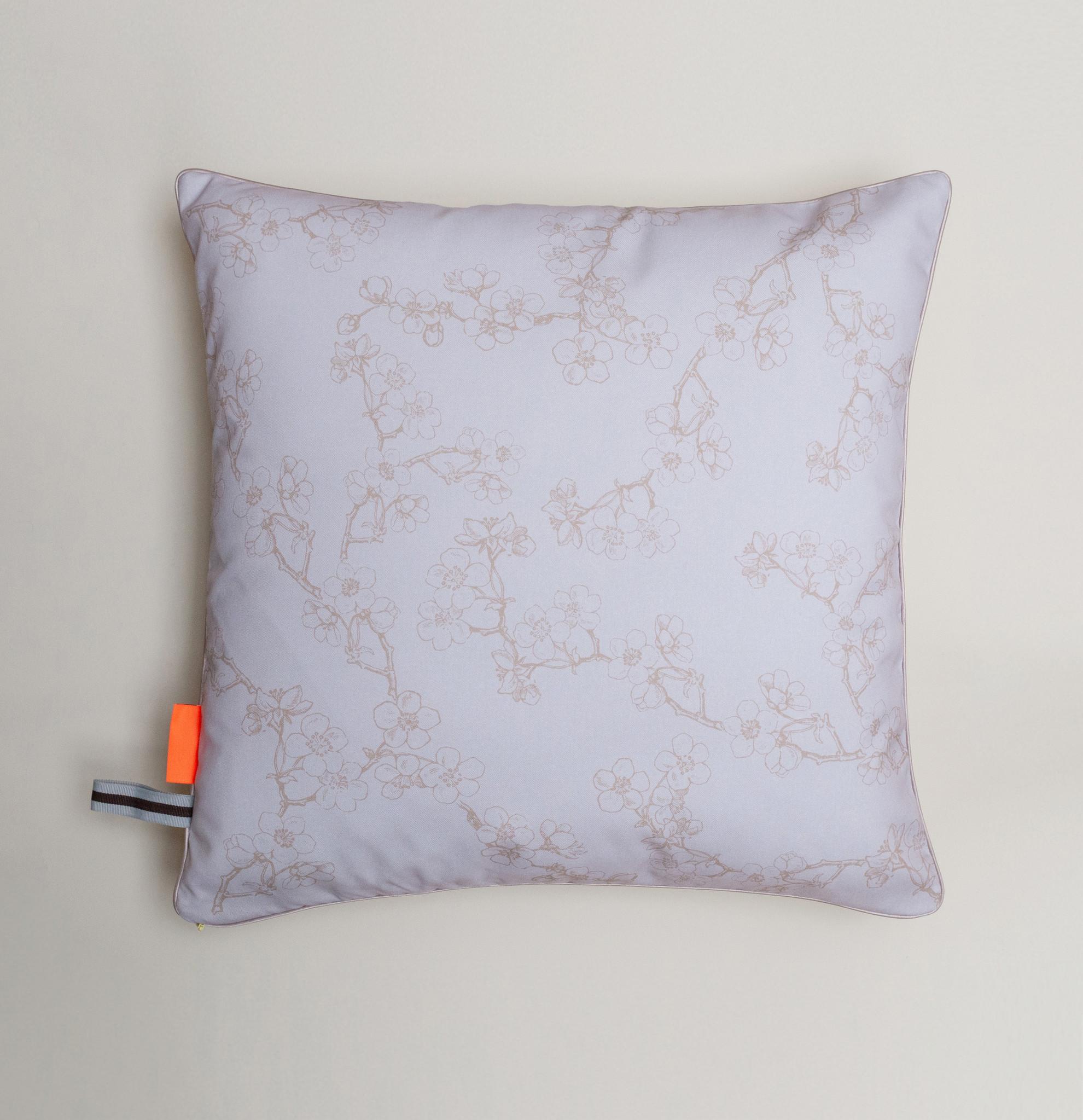 Pillow 'Gille de Binche' from the Loua series-2