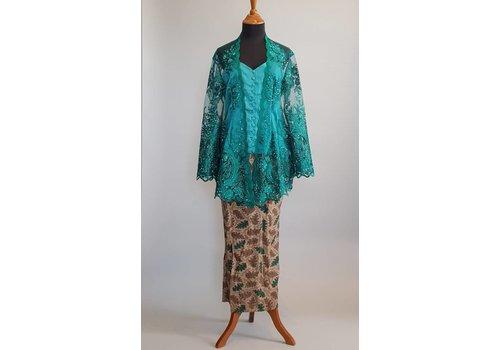 Kebaya kutubaru donker groen met bijpassende sarong