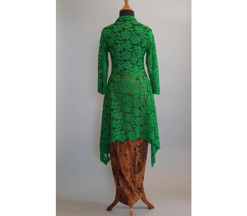 Kebaya modern dennen groen met bijpassende sarong